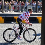 Tommy Voeckler in his dots. Even dots on the wheels!